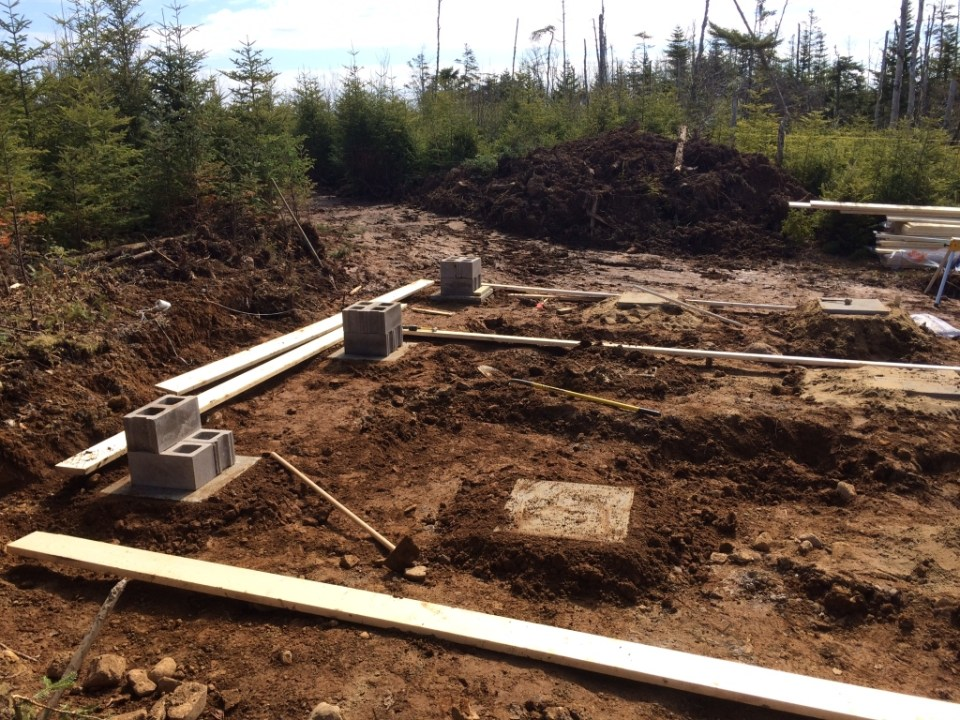 Setting the foundation pads