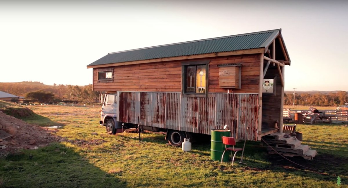 Off grid handmade house truck made with 85 recycled materials for Building off the grid ana white