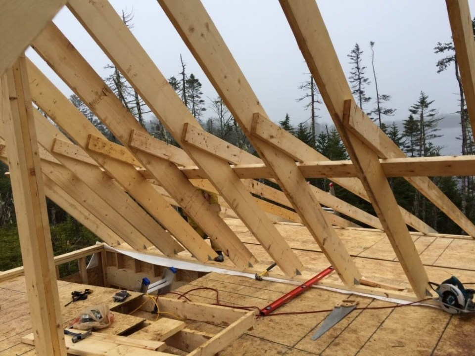 Attaching-the-deck-rafters-to-the-purlin-and-main-rafters