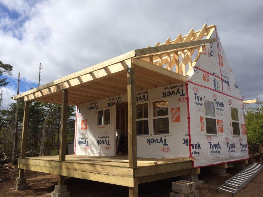 The-Off-Grid-Cabin-Roof-Rake-Ladder-Framing-Over-The-Deck-East-Side