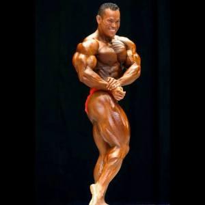 Kris Dim pose