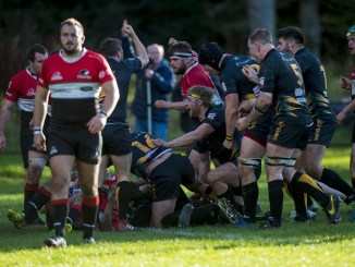 Currie took another step closer to a home play-off with victory over Glasgow Hawks this weekend.
