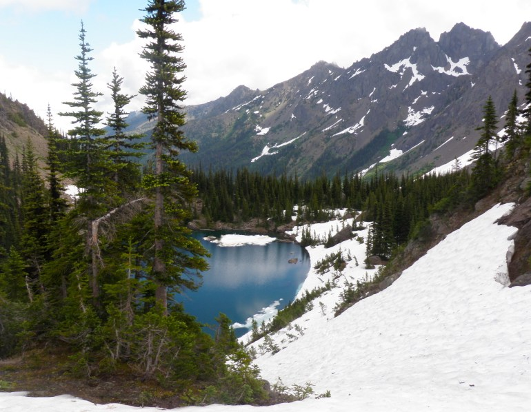 The best hikes in Washington State to fill your Pacific Northwest bucket list. Trails all over the state including in Olympic National Park, the North Cascades, Eastern Washington, and more! Find the most gorgeous waterfalls, mountain views, and beautiful lakes with this perfect hiking guide that will make the best road trip adventures! Pin now and read about the top tips for the best trails!