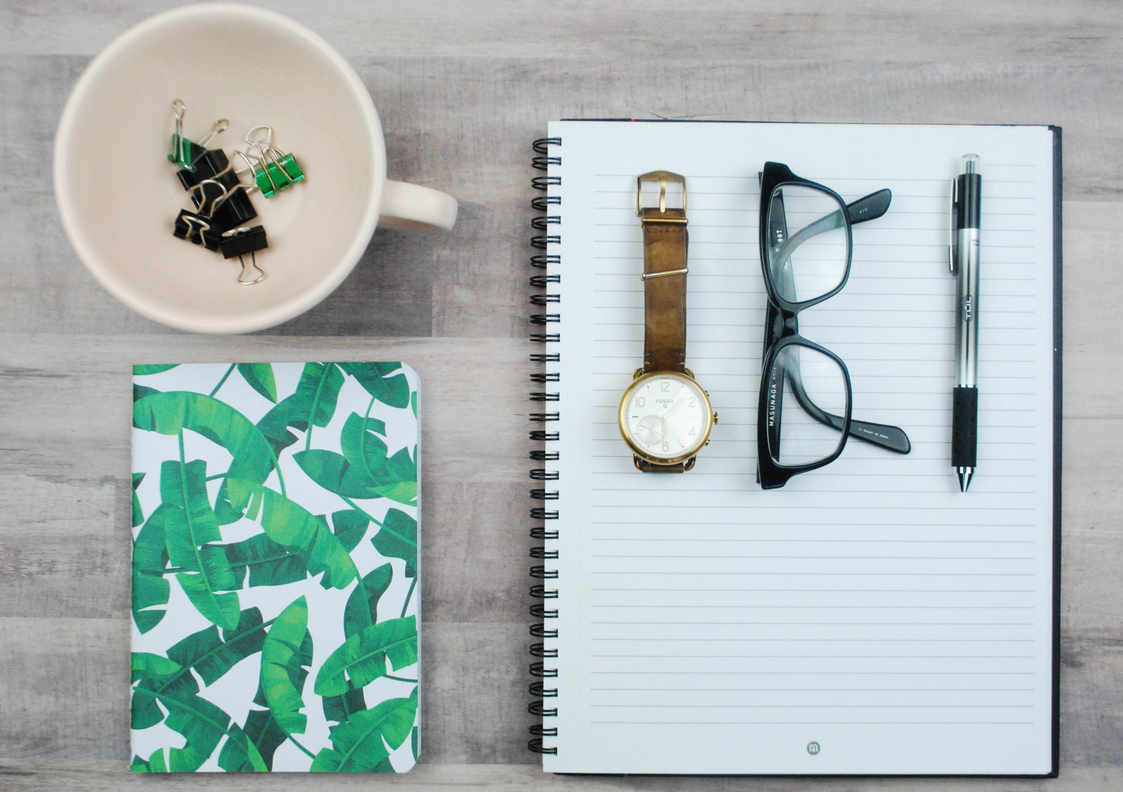 The top productivity tips and time management ideas that will change your life in college, work, business, or as a stay at home mom. Start staying organized and blast through your to do list by using a planner, becoming a morning person, and mastering your daily schedules, study habits, and writing. Even includes free printables to help you stay focused and utilize these life hacks. Pin this post now so you don't forget these life changing secrets! #planneraddict #organization #college