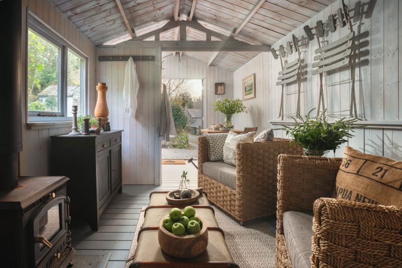 The romantic cornish cottage comes with a Scandinavian style summer house cabin located near he sun deck. Perfect for BBQ's or enjoying the sun.