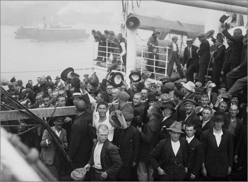Immingrants coming to the United States 1920s