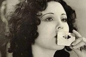 Lip tracers where popular in the 1920s. they allowed to design a perfect cupid's bow