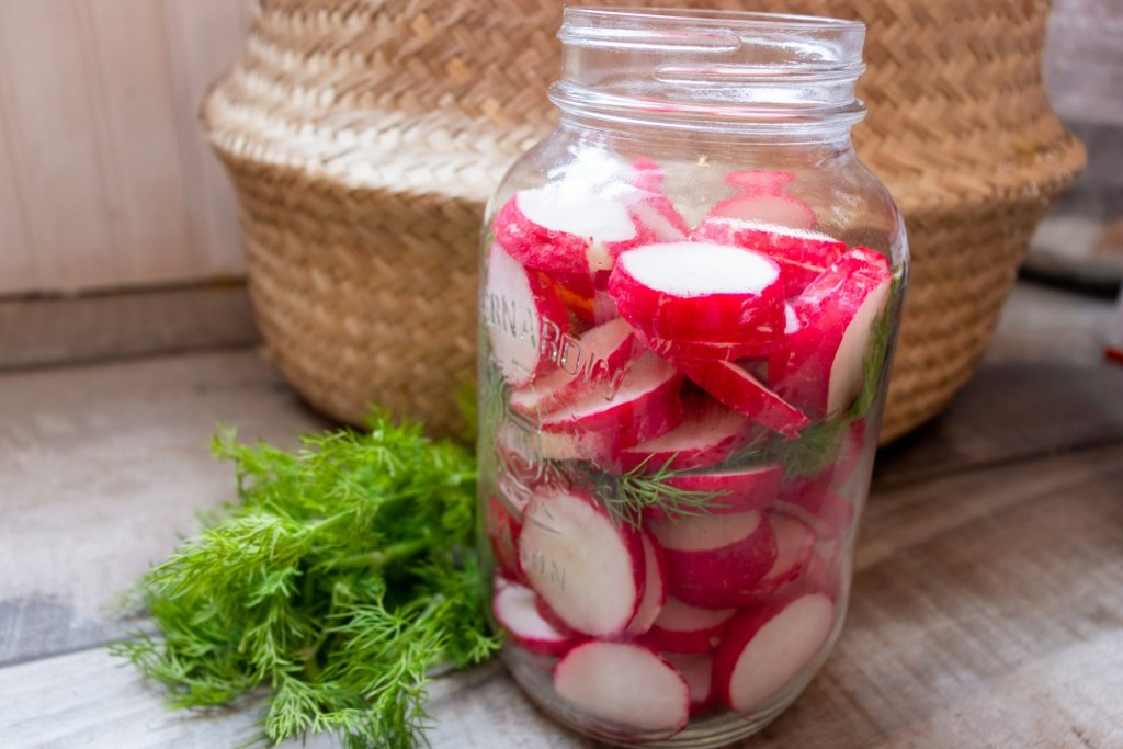 Lacto-fermented radishes