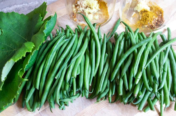 Spicy fermented green beans