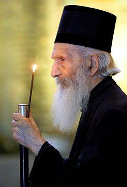 Patrarhul Pavle al Serbiei lumina lumanarii