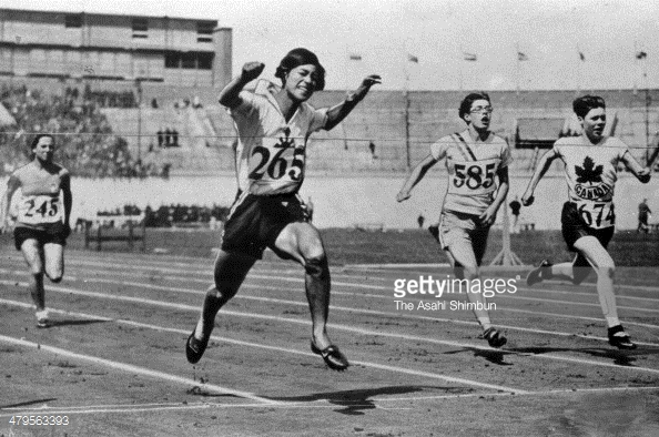 Hitomi Kinue finishing second in 800 meters in Amsterdam in 1928