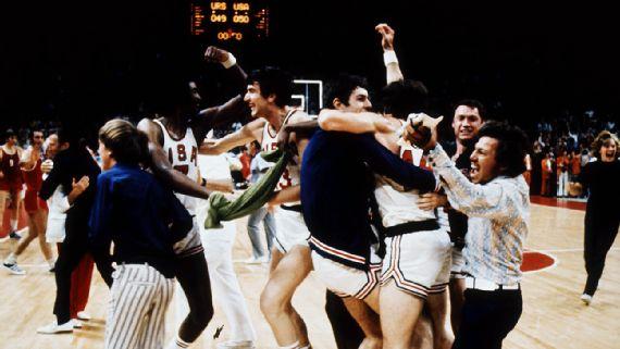 celebrating victory US Men's basketballt team 1972