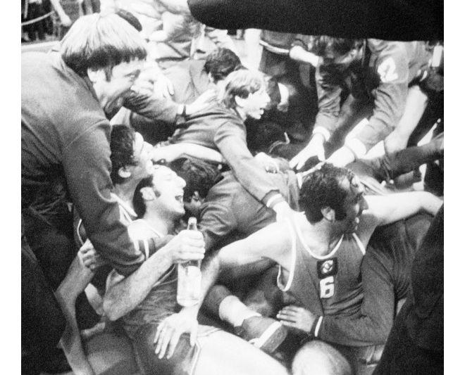 soveit men's basketball team celebrate 1972