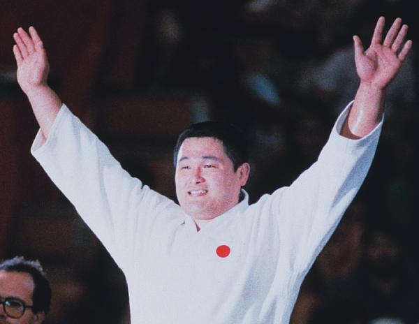 Yasuhiro Yamashita arms raised