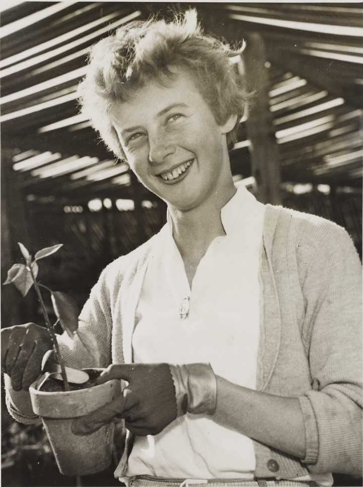Betty Cuthbert 5_young Betty Cuthbert working in the family nursery