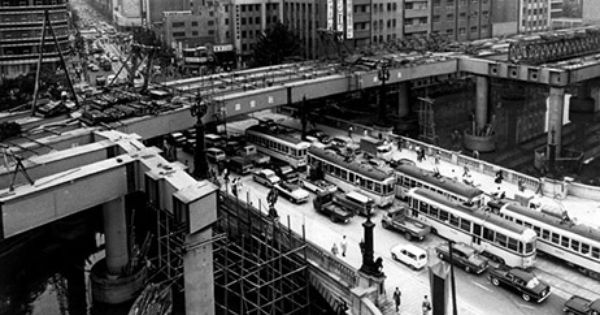 Metropolitan Expressway over Nihonbashi being built