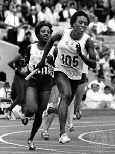 Wyomia Tyus anchoring 4x100 in 1968 finals