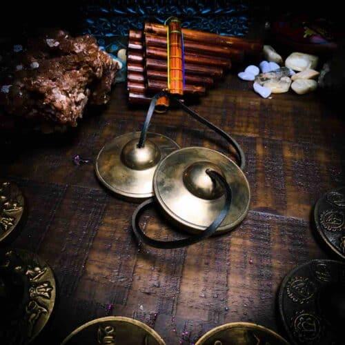 Large, plain tingshas for meditation