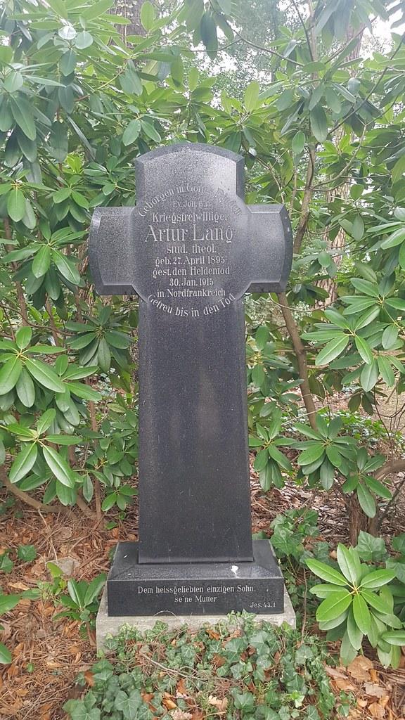 Grab eines Soldaten aus dem Ersten Weltkrieg auf dem Ehrenfriedhof Am Großen Berg in Mülheim an der Ruhr