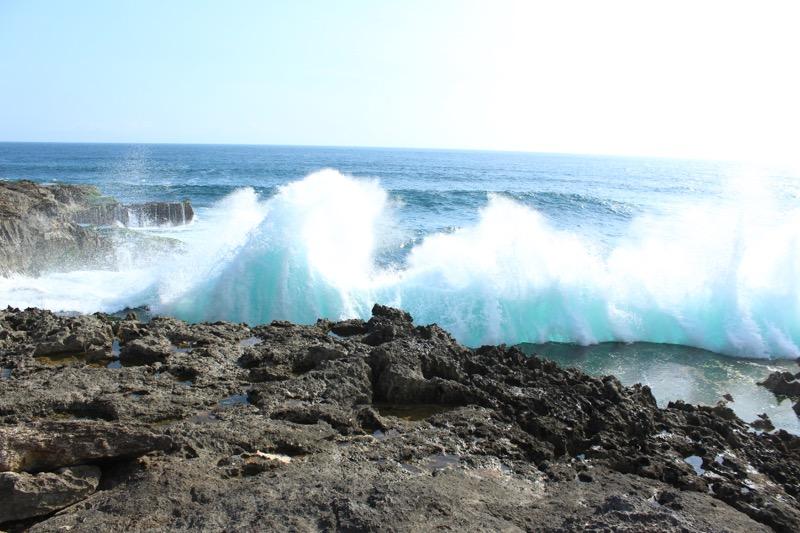 Waves crashing at the Devil's Tear