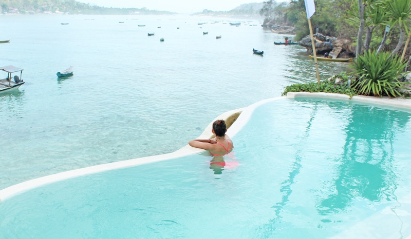 Infinity pool in Le Pirate Beach Club, Nusa Ceningan island, Bali.
