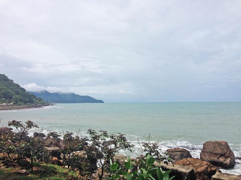 Prázdna pláž vo Východnom Timore