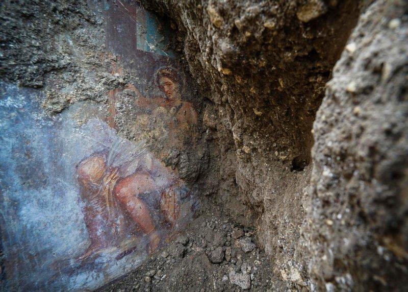 Click to copyhttps://apnews.com/2566d74abc7d4995bbc1dc9c0f5a0b62 RELATED TOPICS International News AP Top News Europe Entertainment Home decor Sensual fresco discovered in ancient Pompeii bedroom- AP
