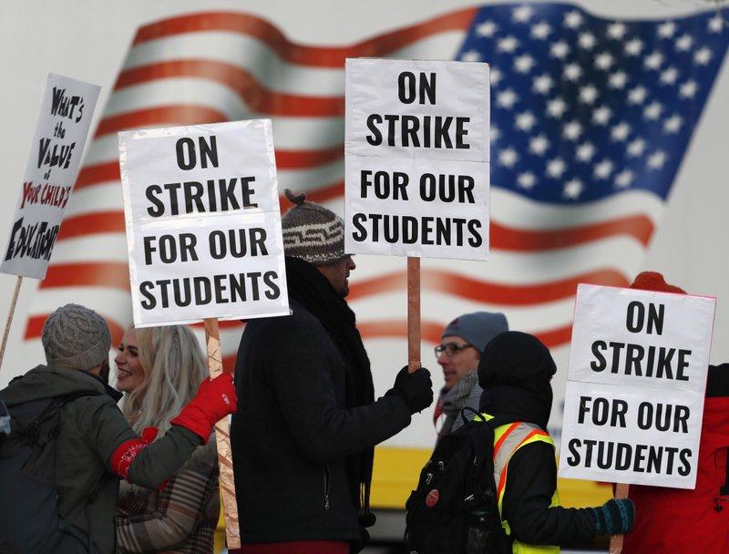 Negotiations resuming amid Denver teacher strike
