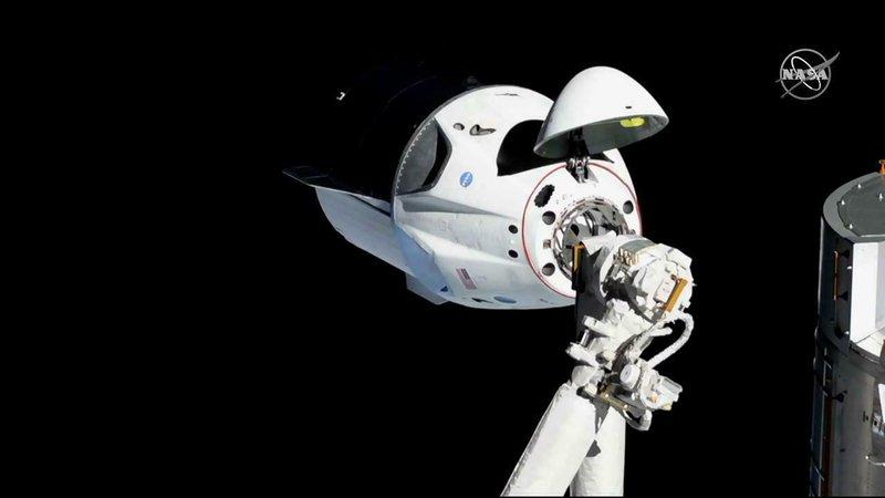 SpaceX Dragon Capsule-AP