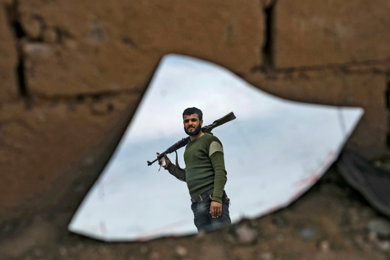 Hundreds shuffle out of last IS redoubt in east Syria