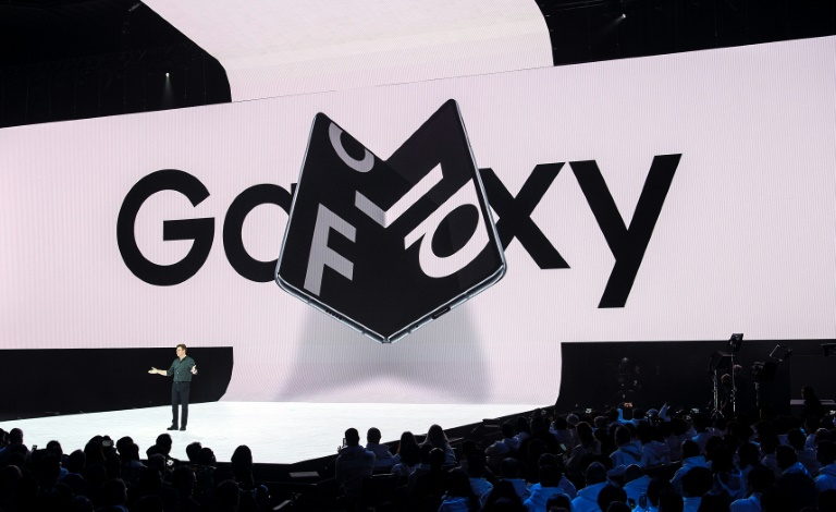 Samsung to inspect Galaxy Fold phones after reviewer complaints