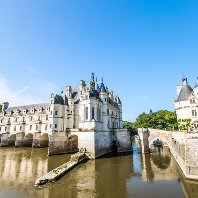 Loire Castle | The Orange Backpack | Dorian Mongal via Unsplash