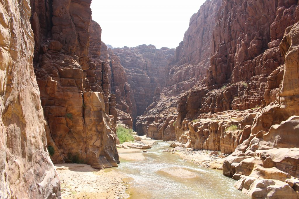 Wadi Mujib | Dode Zee | Jordanië | The Orange Backpack