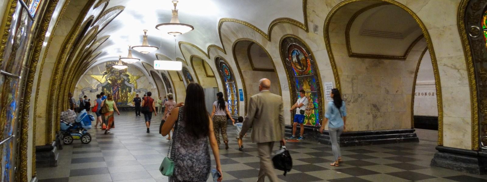 De ondergrondse paleizen in de metro van Moskou