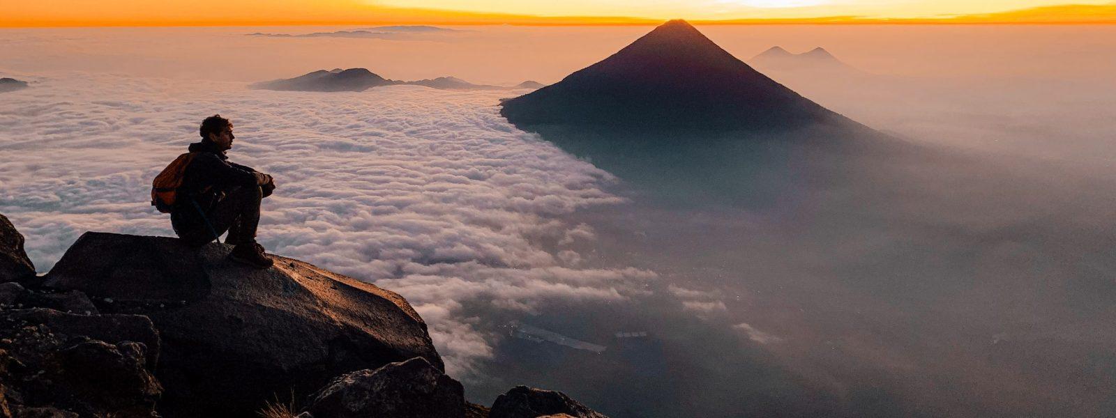 Beklim de Acatenango vulkaan, must-do hike in Guatemala