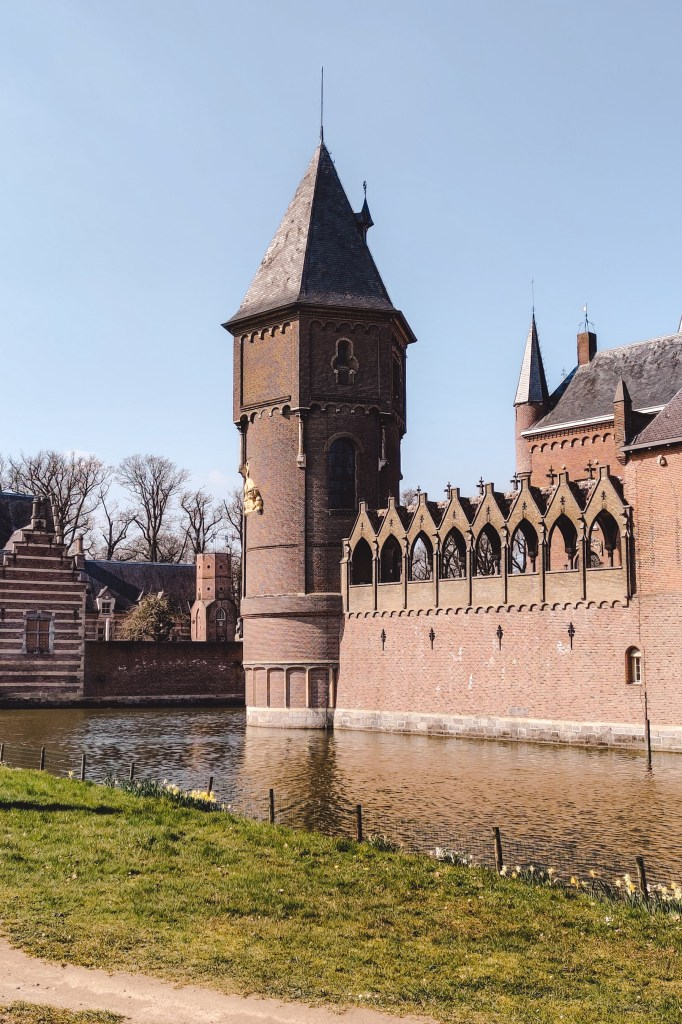 Castle Heeswijk in Brabant | The Orange Backpack