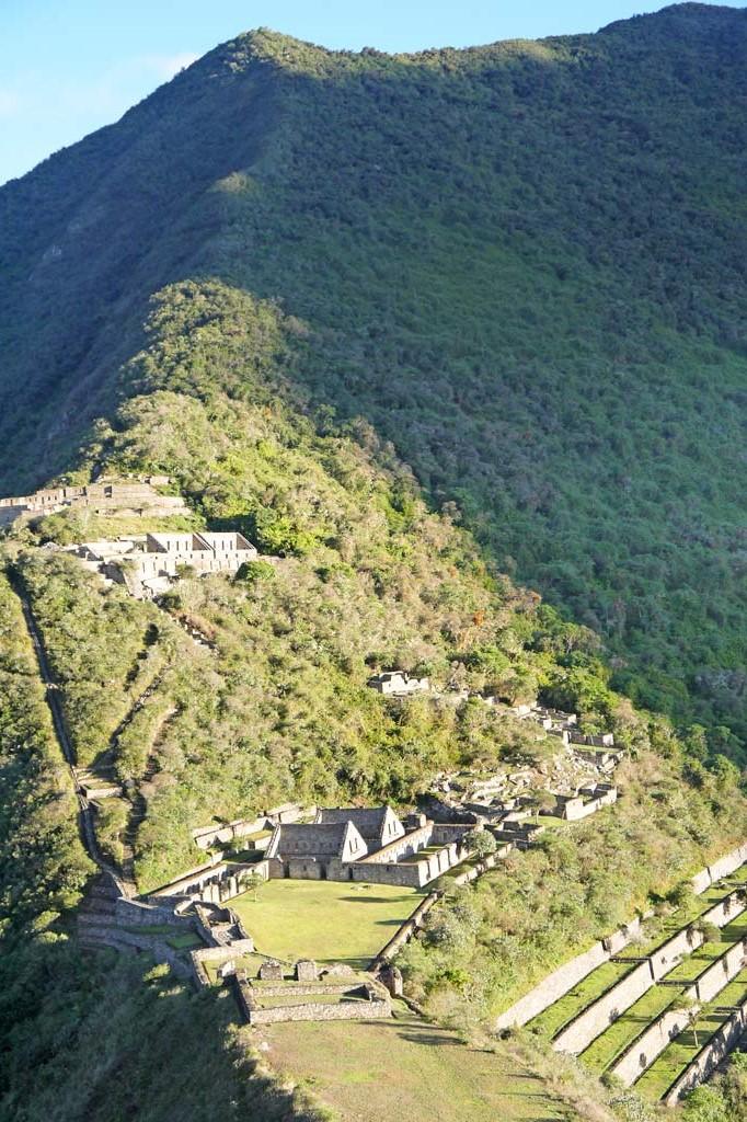 Verloren stad Choquequirao Bovenste ruïnes bij zonsopgang