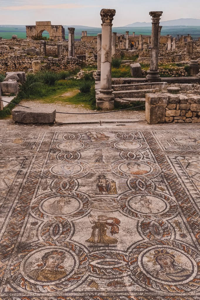 Lost city ancient Roman ruins Volubilis Morocco | Rondreis Marokko