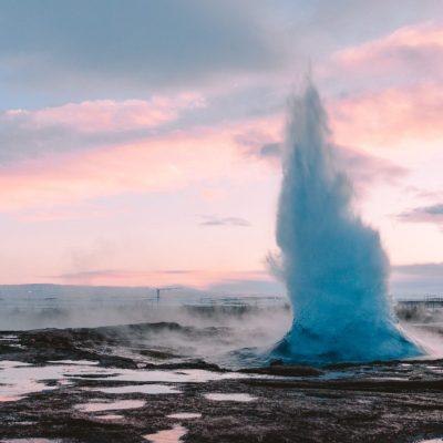 Geisers in IJsland Geysir Strokkur Haukaladur