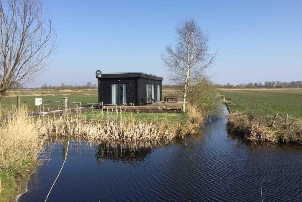 Afgelegen tiny house op eiland in friesland