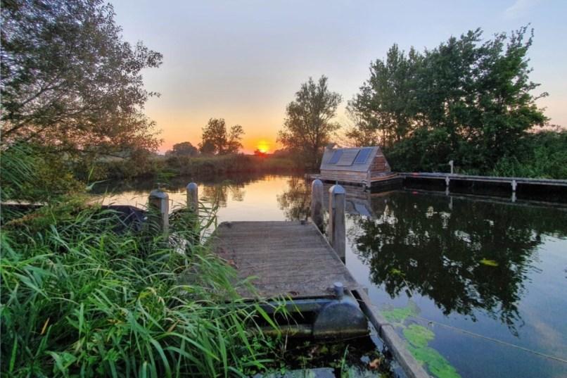 Vakantiehuisje aan het water: 15 unieke waterhuisjes in Nederland