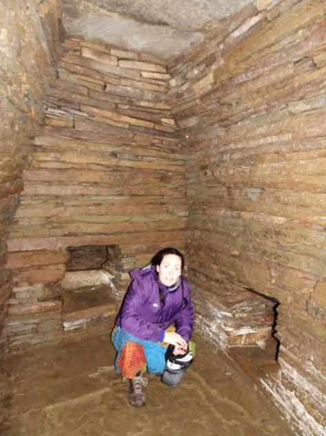 Cuween Cairn inside