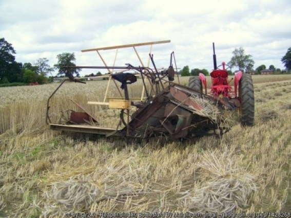 tractor driven binder by Maigheach gheal