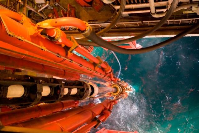 iStock-168351412 oil rig leg