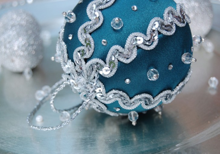 How To Make Fabric Covered Christmas Ornaments