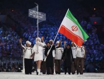 2010 Vancouver Winter Olympics - Iranian alpine skier Marjan Kalhor leading the Iranian contingent in the stadium - Foto Cameron Spencer for Getty Images