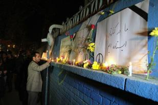 Iranians show their sympathy for the victims of the Paris Attacks at French Embassy in Tehran 1