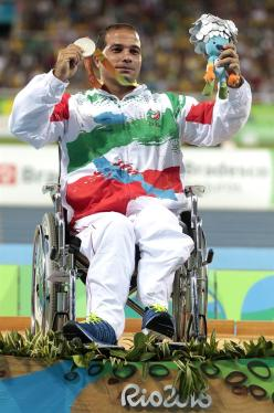 rio-2016-athletics-mens-discus-throw-f54-f55-f56-silver-medalist-alireza-ghaleh-naseri-from-iran-paralympic-games-in-rio-de-janeiro-brazil-foto-alexandre-loureiro-getty-images