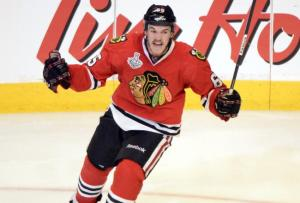 Andrew Shaw gets it done for the Hawks