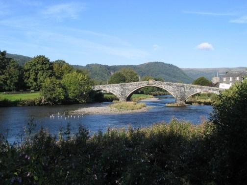 Pont Fawr, Llanrwst. Pont Fawr, a narrow, three-arched stone bridge said to have been designed by Inigo Jones, was built in 1636 by Sir Richard Wynn (son of Sir John Wynn) of Gwydir Castle.